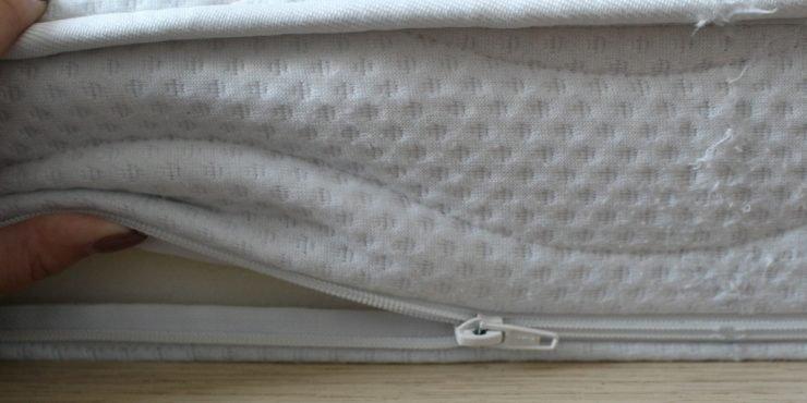 Matratzenbezug mit Reißverschluss.