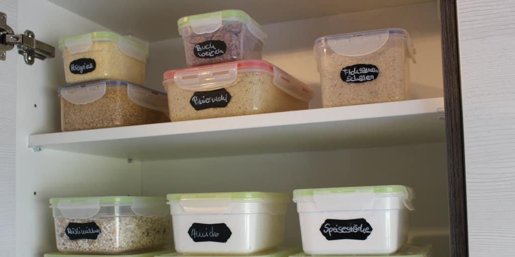 Lebensmittelmotten bekämpfen und mit dichten Behältern vermeiden