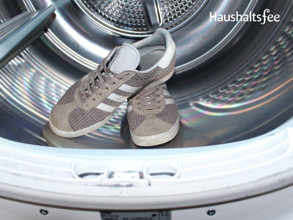 Schuhe in der Waschtrommel