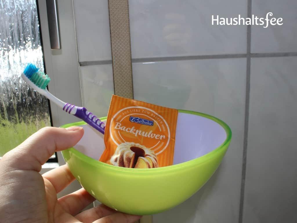 Rollladengurt wird mit Backpulver gereinigt