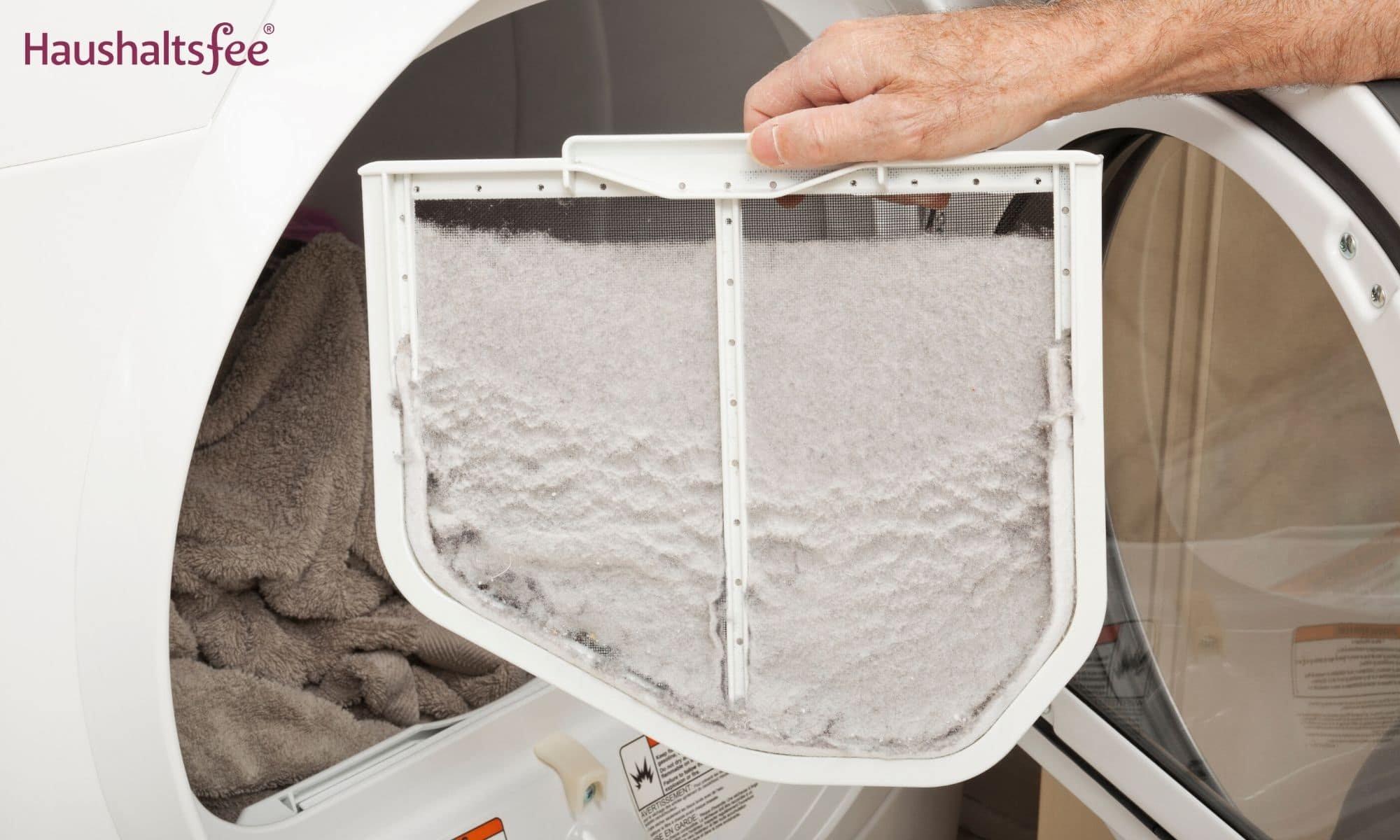 Nach dem Wäsche trocknen das Flusensieb reinigen