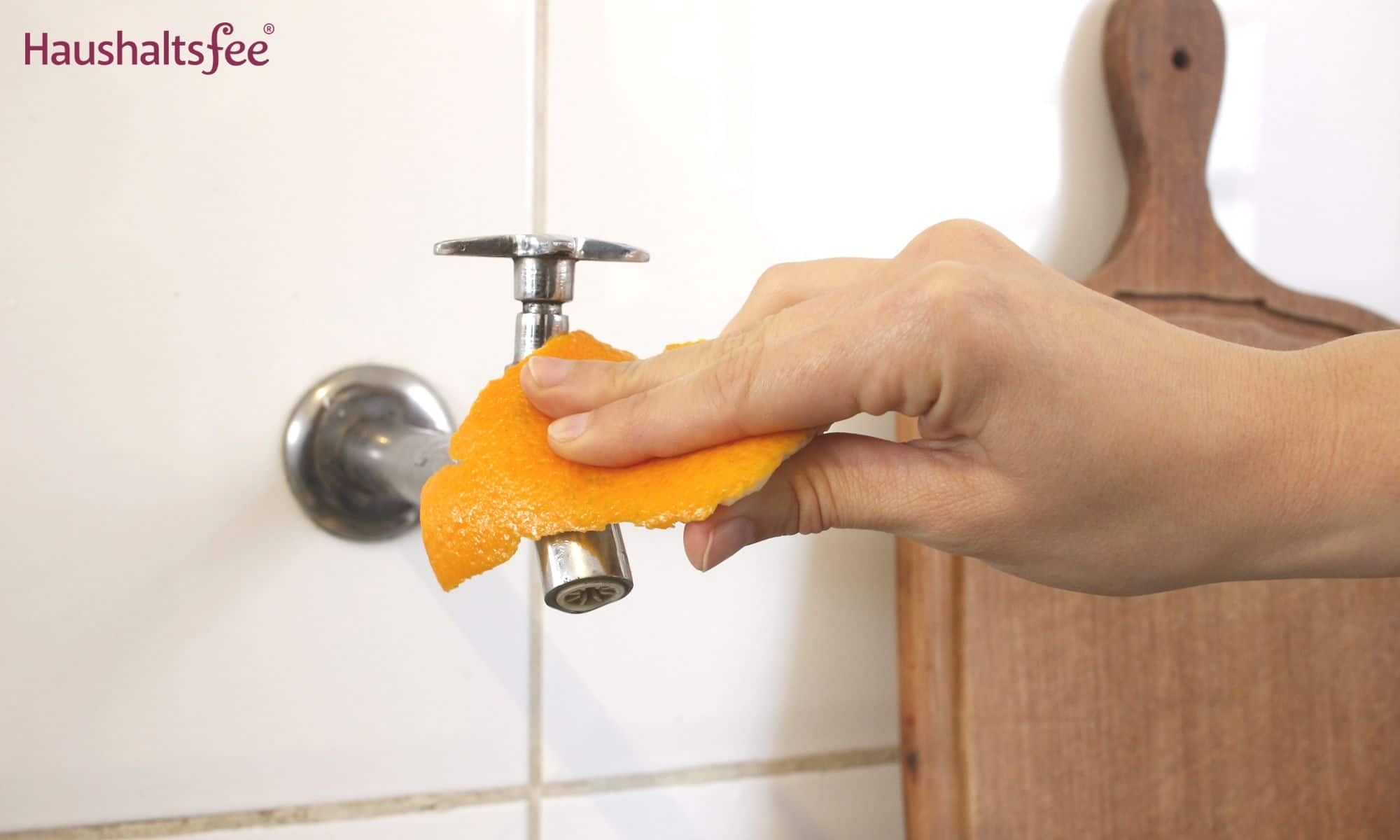 Orangenschalen im Haushalt: Kalk entfernen