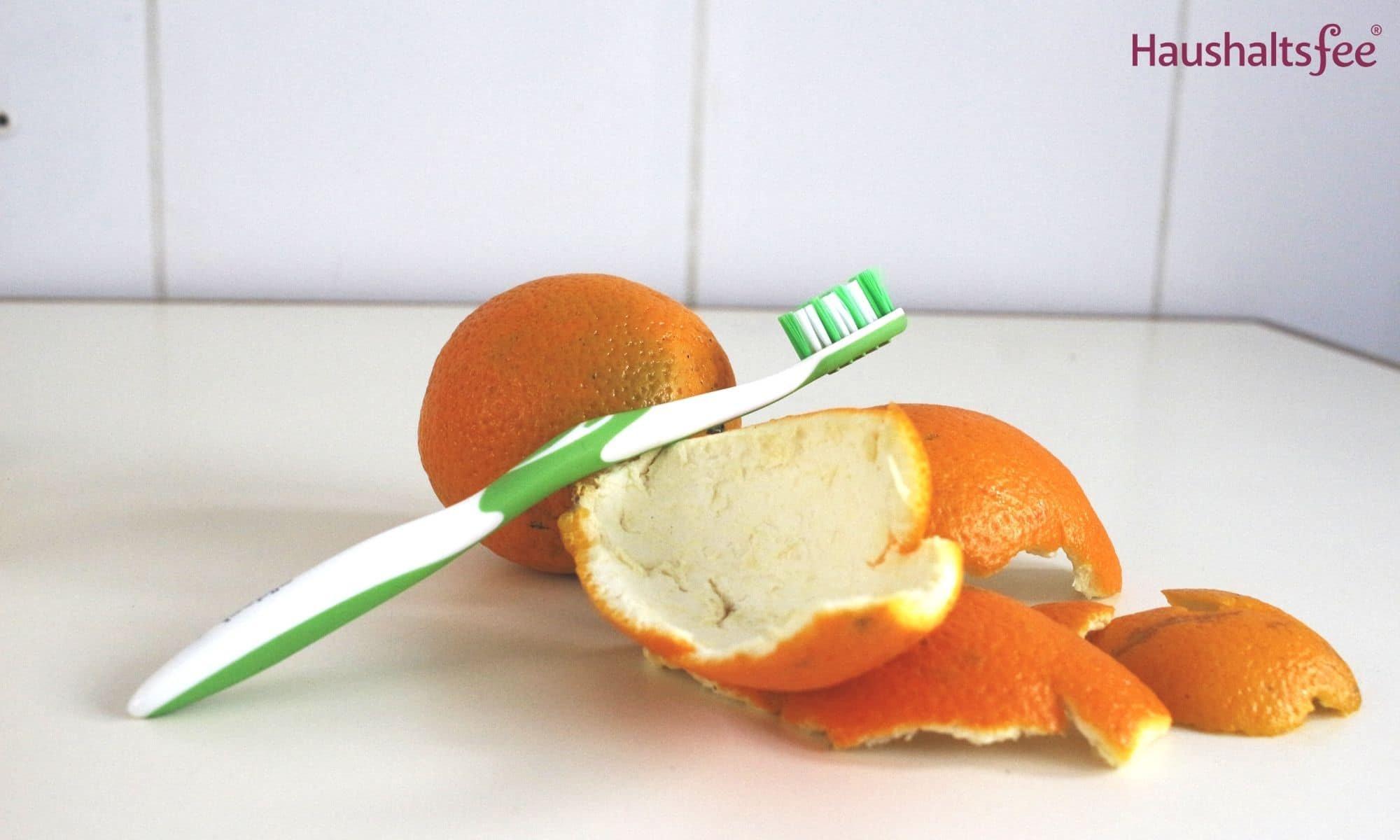 Orangenschalen im Haushalt: Gegen gelbe Zähne