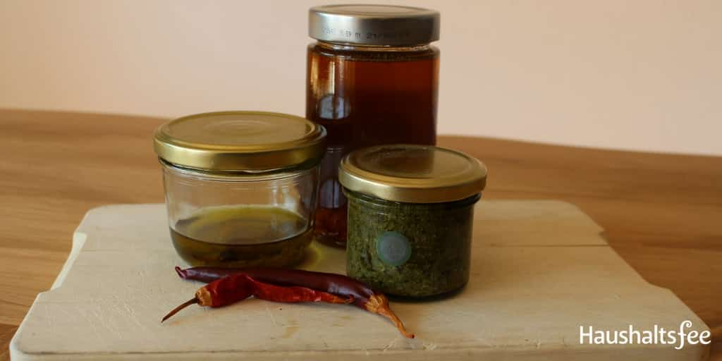 Einlegen von Gemüse in Öl